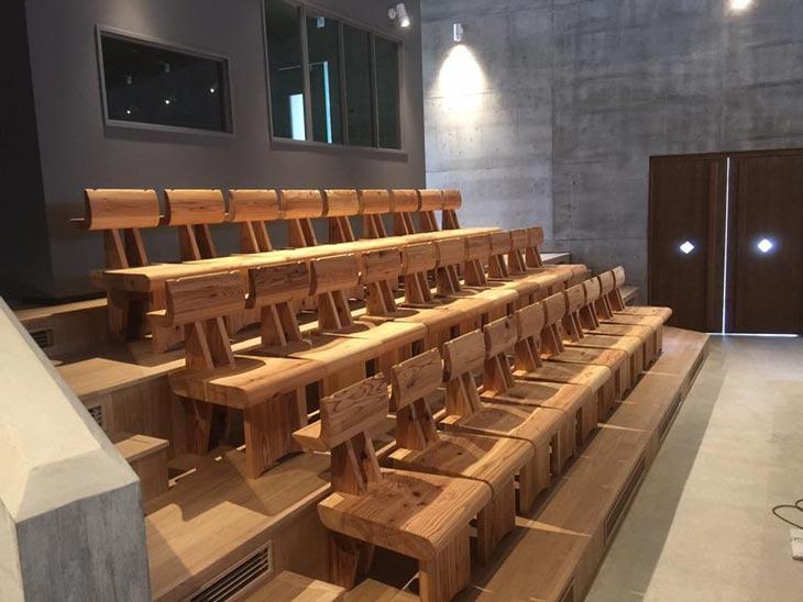 教会に収めた椅子