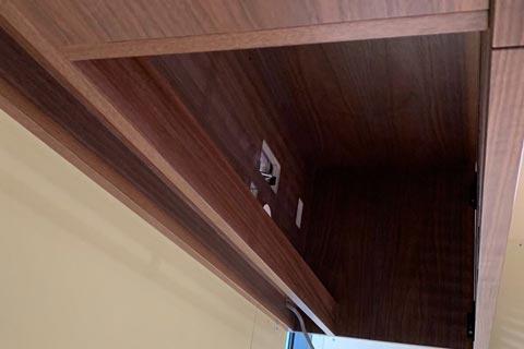 オーダーテレビボード上部の棚のコンセント