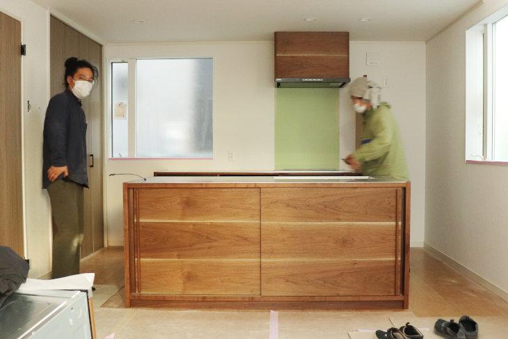 オーダーキッチンをイオスホームさんのモデルハウスに設置してきました