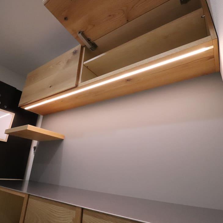 オーダーカップボード(食器棚)上部棚開いた状態