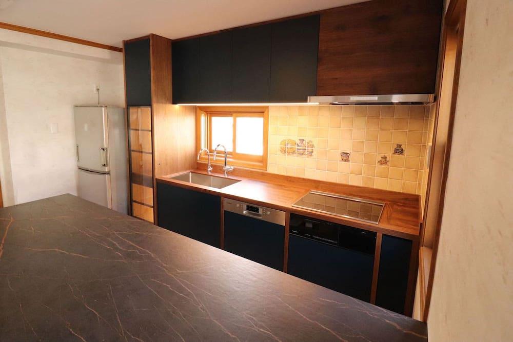 <p>キッチンリフォーム(オーダーキッチン)の企画、デザイン、制作、施工</p>