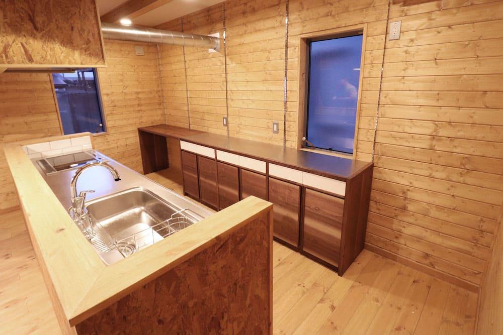 <p>オーダーカップボード(食器棚)のデザイン、制作、施工</p>