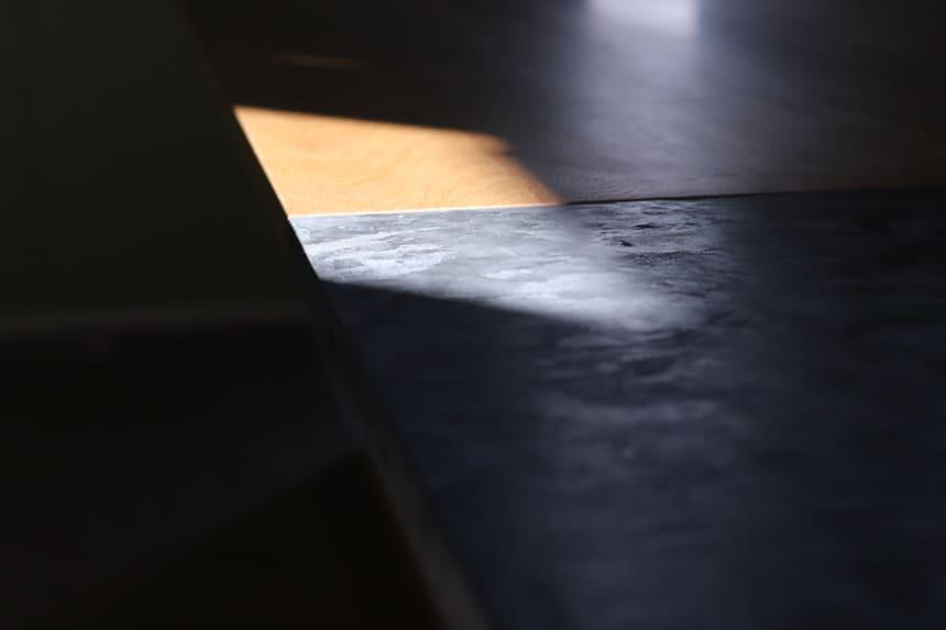 モールテックスと木の天板