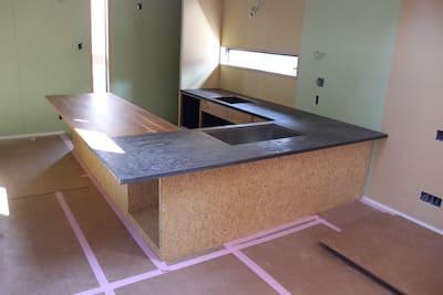 さいたま市岩槻区のお客様のオーダーキッチンを設置してきました