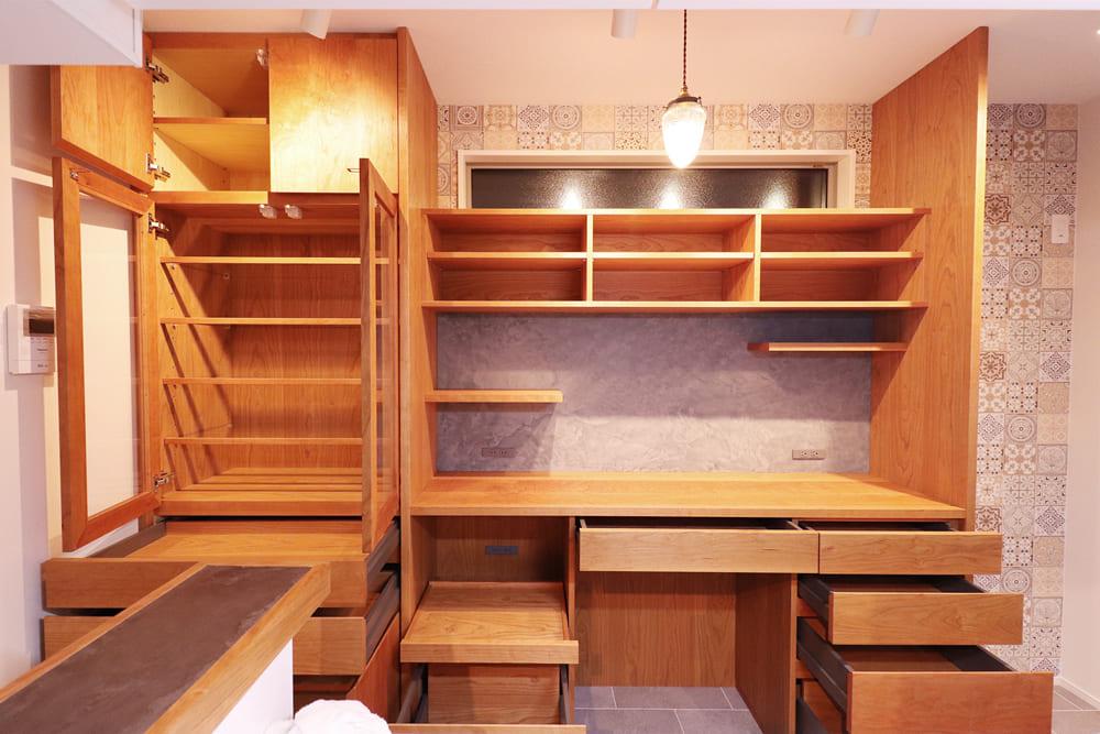 カップボード(食器棚)の収納