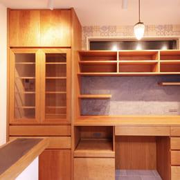 収納力抜群のオーダー食器棚(カップボード)