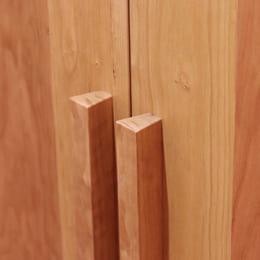 無垢の木材を使用