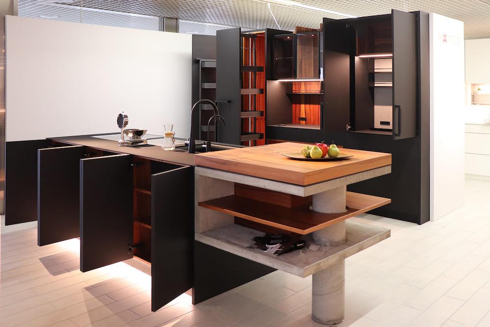 <p>オーダーキッチン、オーダーカップボードのデザイン・制作・施工</p>